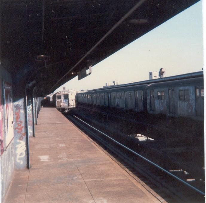 (127k, 689x682)<br><b>Country:</b> United States<br><b>City:</b> New York<br><b>System:</b> New York City Transit<br><b>Line:</b> BMT Nassau Street/Jamaica Line<br><b>Location:</b> Metropolitan Avenue (Demolished) <br><b>Photo by:</b> Thomas Lacker<br><b>Date:</b> 1/1985<br><b>Viewed (this week/total):</b> 4 / 7103