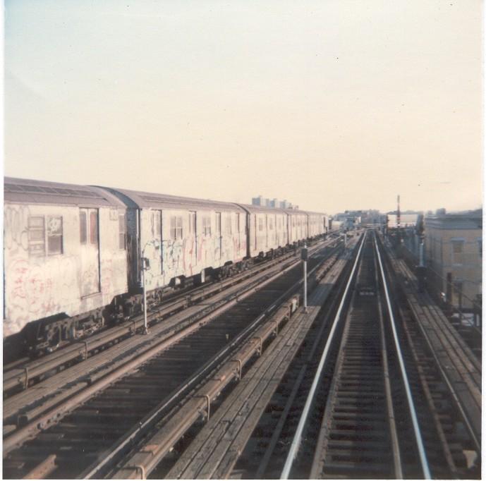 (99k, 689x682)<br><b>Country:</b> United States<br><b>City:</b> New York<br><b>System:</b> New York City Transit<br><b>Line:</b> BMT Nassau Street/Jamaica Line<br><b>Location:</b> Crescent Street <br><b>Photo by:</b> Thomas Lacker<br><b>Date:</b> 1/1983<br><b>Notes:</b> Manhattan bound view approaching curve into Crescent St. station<br><b>Viewed (this week/total):</b> 0 / 3290