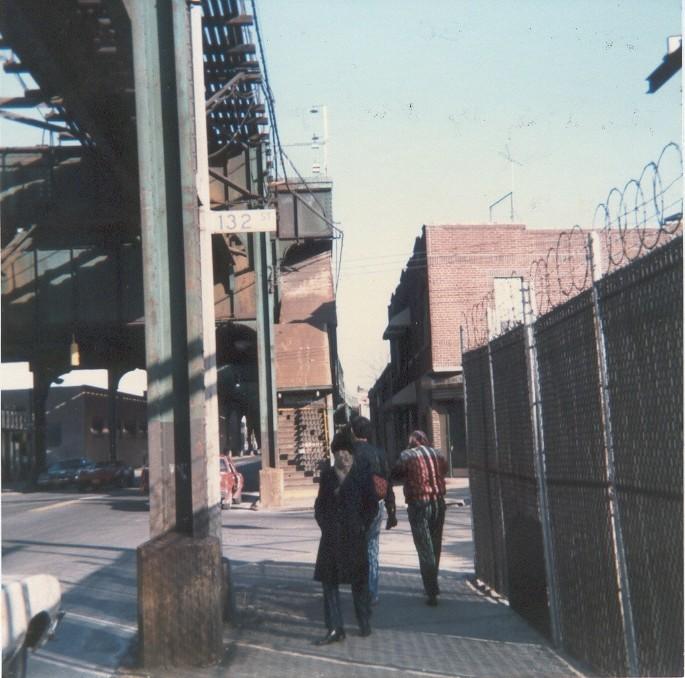 (119k, 685x678)<br><b>Country:</b> United States<br><b>City:</b> New York<br><b>System:</b> New York City Transit<br><b>Line:</b> BMT Nassau Street/Jamaica Line<br><b>Location:</b> Metropolitan Avenue (Demolished) <br><b>Photo by:</b> Thomas Lacker<br><b>Date:</b> 1/1985<br><b>Notes:</b> View from 132nd looking at Jamaica Ave/Metropolitan Ave. Station<br><b>Viewed (this week/total):</b> 6 / 6370