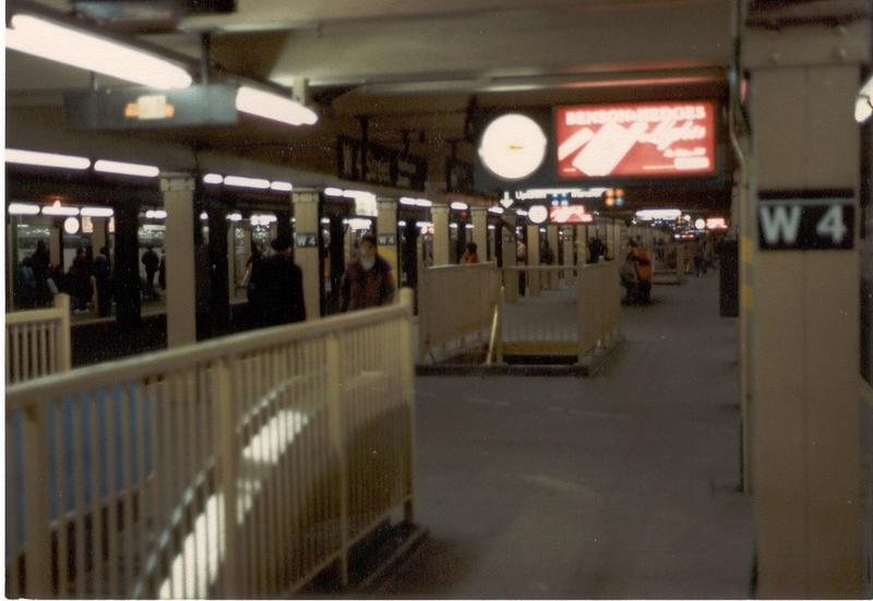 (47k, 800x551)<br><b>Country:</b> United States<br><b>City:</b> New York<br><b>System:</b> New York City Transit<br><b>Line:</b> IND 8th Avenue Line<br><b>Location:</b> West 4th Street/Washington Square <br><b>Photo by:</b> Thomas Lacker<br><b>Date:</b> 1/1985<br><b>Notes:</b> (Year estimated)<br><b>Viewed (this week/total):</b> 3 / 5101
