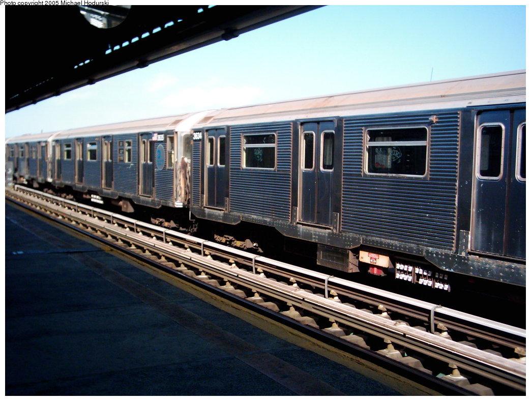 (190k, 1044x788)<br><b>Country:</b> United States<br><b>City:</b> New York<br><b>System:</b> New York City Transit<br><b>Line:</b> BMT Culver Line<br><b>Location:</b> Avenue X <br><b>Route:</b> F<br><b>Car:</b> R-32 (Budd, 1964)  3634 <br><b>Photo by:</b> Michael Hodurski<br><b>Date:</b> 9/2005<br><b>Viewed (this week/total):</b> 0 / 2942