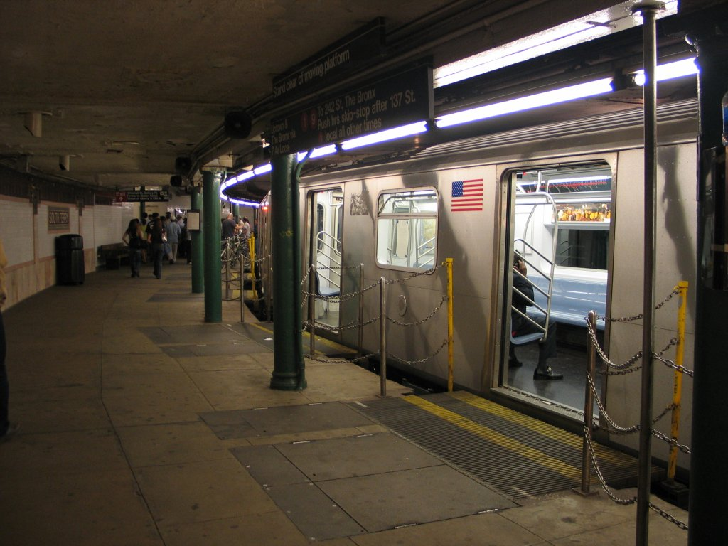 (141k, 1024x768)<br><b>Country:</b> United States<br><b>City:</b> New York<br><b>System:</b> New York City Transit<br><b>Line:</b> IRT West Side Line<br><b>Location:</b> South Ferry (Outer Loop Station) <br><b>Route:</b> 2<br><b>Car:</b> R-142 (Primary Order, Bombardier, 1999-2002)  6656 <br><b>Photo by:</b> Brian Weinberg<br><b>Date:</b> 9/11/2005<br><b>Notes:</b> Construction reroute had 2/5 trains stopping at South Ferry.<br><b>Viewed (this week/total):</b> 1 / 9284