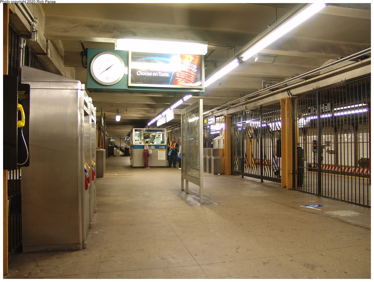 (92k, 820x620)<br><b>Country:</b> United States<br><b>City:</b> New York<br><b>System:</b> New York City Transit<br><b>Line:</b> BMT Broadway Line<br><b>Location:</b> City Hall <br><b>Photo by:</b> Richard Panse<br><b>Date:</b> 6/19/2004<br><b>Viewed (this week/total):</b> 0 / 5053