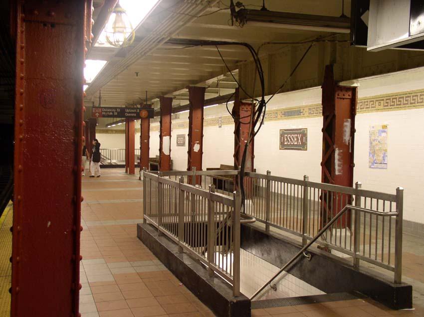 (90k, 850x636)<br><b>Country:</b> United States<br><b>City:</b> New York<br><b>System:</b> New York City Transit<br><b>Line:</b> BMT Nassau Street/Jamaica Line<br><b>Location:</b> Essex Street <br><b>Photo by:</b> Christopher Sattler<br><b>Date:</b> 6/23/2004<br><b>Viewed (this week/total):</b> 0 / 4051