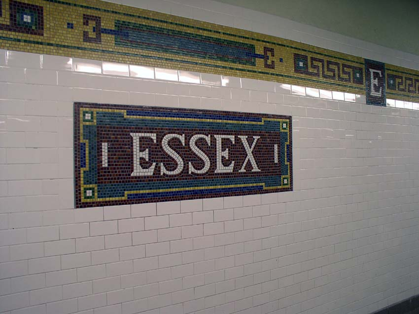 (88k, 850x636)<br><b>Country:</b> United States<br><b>City:</b> New York<br><b>System:</b> New York City Transit<br><b>Line:</b> BMT Nassau Street/Jamaica Line<br><b>Location:</b> Essex Street <br><b>Photo by:</b> Christopher Sattler<br><b>Date:</b> 6/23/2004<br><b>Viewed (this week/total):</b> 0 / 2318