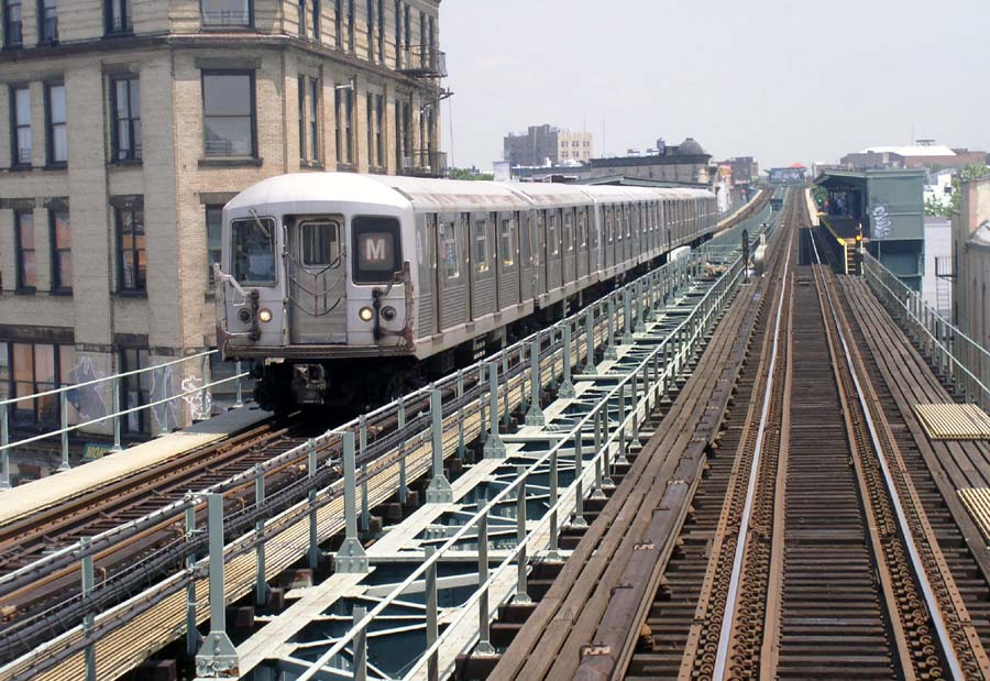 (146k, 900x619)<br><b>Country:</b> United States<br><b>City:</b> New York<br><b>System:</b> New York City Transit<br><b>Line:</b> BMT Myrtle Avenue Line<br><b>Location:</b> Knickerbocker Avenue <br><b>Route:</b> M<br><b>Car:</b> R-42 (St. Louis, 1969-1970)   <br><b>Photo by:</b> Christopher Sattler<br><b>Date:</b> 6/23/2004<br><b>Viewed (this week/total):</b> 6 / 10120