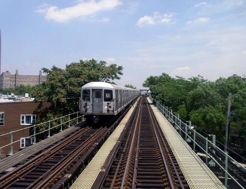 (122k, 850x653)<br><b>Country:</b> United States<br><b>City:</b> New York<br><b>System:</b> New York City Transit<br><b>Line:</b> BMT Myrtle Avenue Line<br><b>Location:</b> Seneca Avenue <br><b>Route:</b> M<br><b>Car:</b> R-42 (St. Louis, 1969-1970)   <br><b>Photo by:</b> Christopher Sattler<br><b>Date:</b> 6/23/2004<br><b>Viewed (this week/total):</b> 1 / 3777