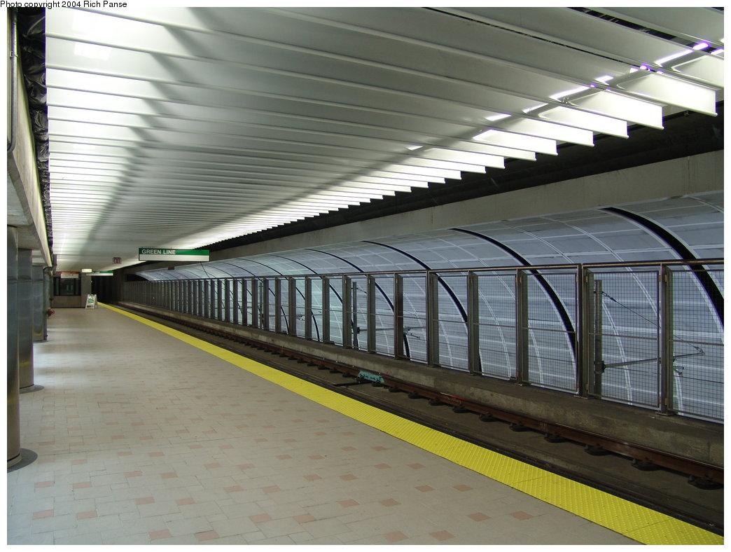 (174k, 1044x788)<br><b>Country:</b> United States<br><b>City:</b> Boston, MA<br><b>System:</b> MBTA<br><b>Line:</b> MBTA Green <br><b>Location:</b> North Station (New Subway) <br><b>Photo by:</b> Richard Panse<br><b>Date:</b> 7/3/2004<br><b>Viewed (this week/total):</b> 1 / 4367