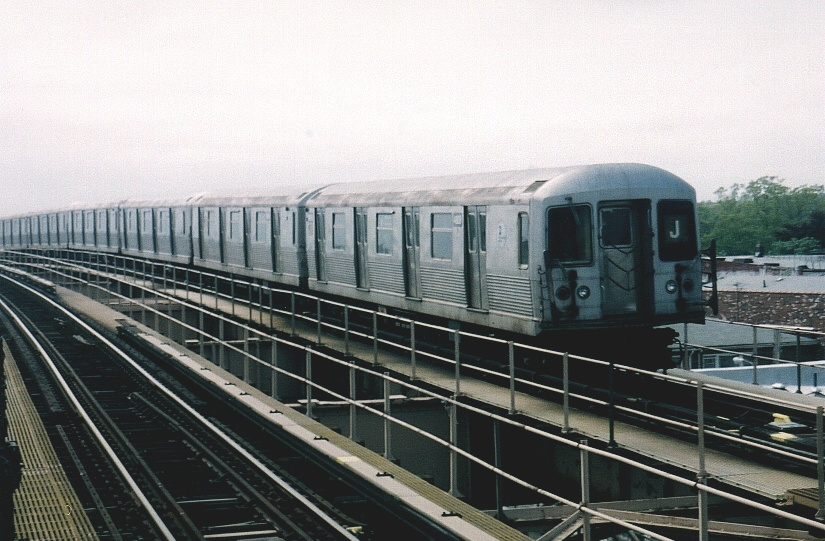 (207k, 825x541)<br><b>Country:</b> United States<br><b>City:</b> New York<br><b>System:</b> New York City Transit<br><b>Line:</b> BMT Nassau Street/Jamaica Line<br><b>Location:</b> 121st Street <br><b>Car:</b> R-42 (St. Louis, 1969-1970)  4809 <br><b>Photo by:</b> Gary Chatterton<br><b>Date:</b> 5/12/2004<br><b>Viewed (this week/total):</b> 1 / 3598