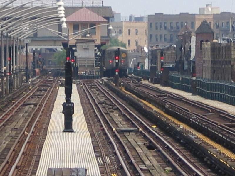 (71k, 800x600)<br><b>Country:</b> United States<br><b>City:</b> New York<br><b>System:</b> New York City Transit<br><b>Line:</b> BMT Brighton Line<br><b>Location:</b> Brighton Beach <br><b>Photo by:</b> Neil Feldman<br><b>Date:</b> 7/1/2004<br><b>Viewed (this week/total):</b> 5 / 3670
