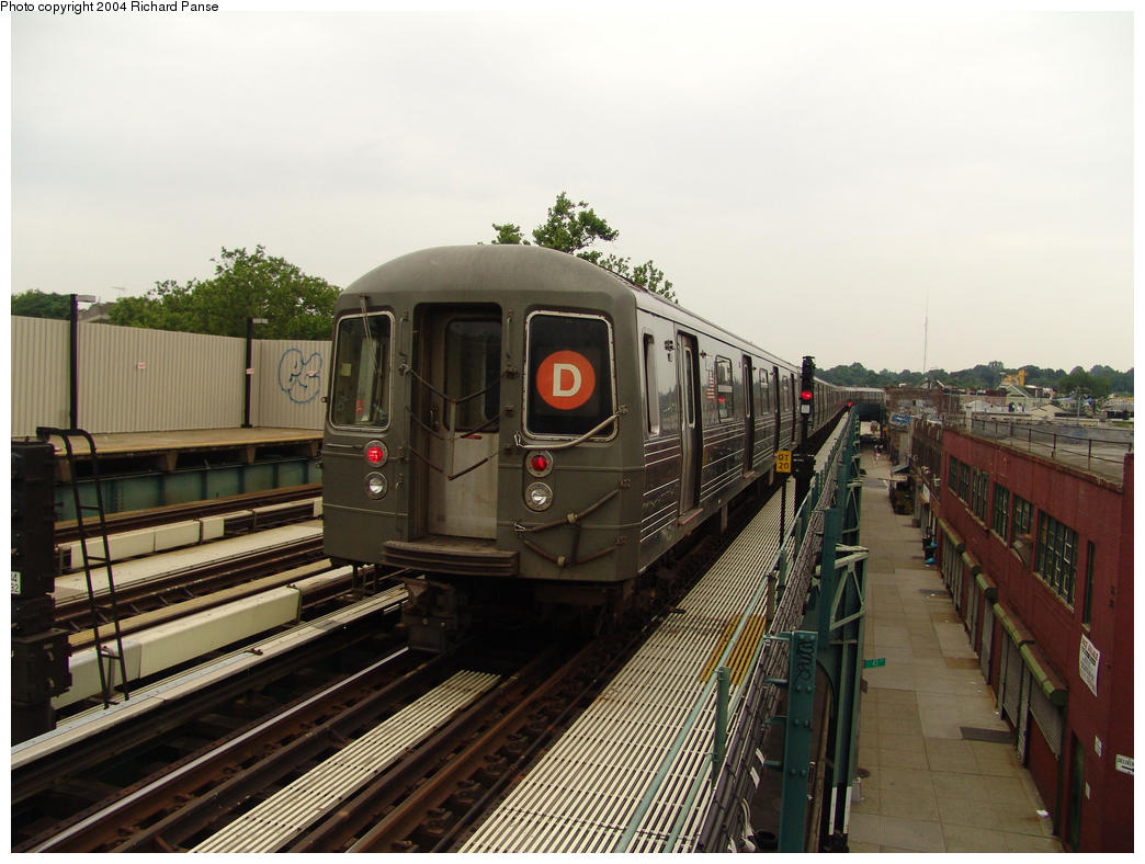 (154k, 1044x788)<br><b>Country:</b> United States<br><b>City:</b> New York<br><b>System:</b> New York City Transit<br><b>Line:</b> BMT West End Line<br><b>Location:</b> Fort Hamilton Parkway <br><b>Route:</b> D<br><b>Car:</b> R-68 (Westinghouse-Amrail, 1986-1988)  2704 <br><b>Photo by:</b> Richard Panse<br><b>Date:</b> 7/18/2004<br><b>Viewed (this week/total):</b> 0 / 3237