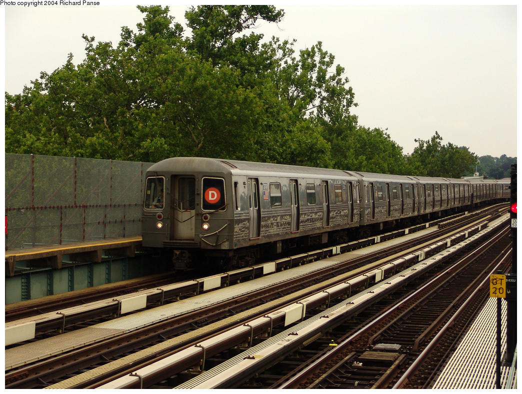 (231k, 1044x788)<br><b>Country:</b> United States<br><b>City:</b> New York<br><b>System:</b> New York City Transit<br><b>Line:</b> BMT West End Line<br><b>Location:</b> Fort Hamilton Parkway <br><b>Route:</b> D<br><b>Car:</b> R-68 (Westinghouse-Amrail, 1986-1988)  2730 <br><b>Photo by:</b> Richard Panse<br><b>Date:</b> 7/18/2004<br><b>Viewed (this week/total):</b> 0 / 3256