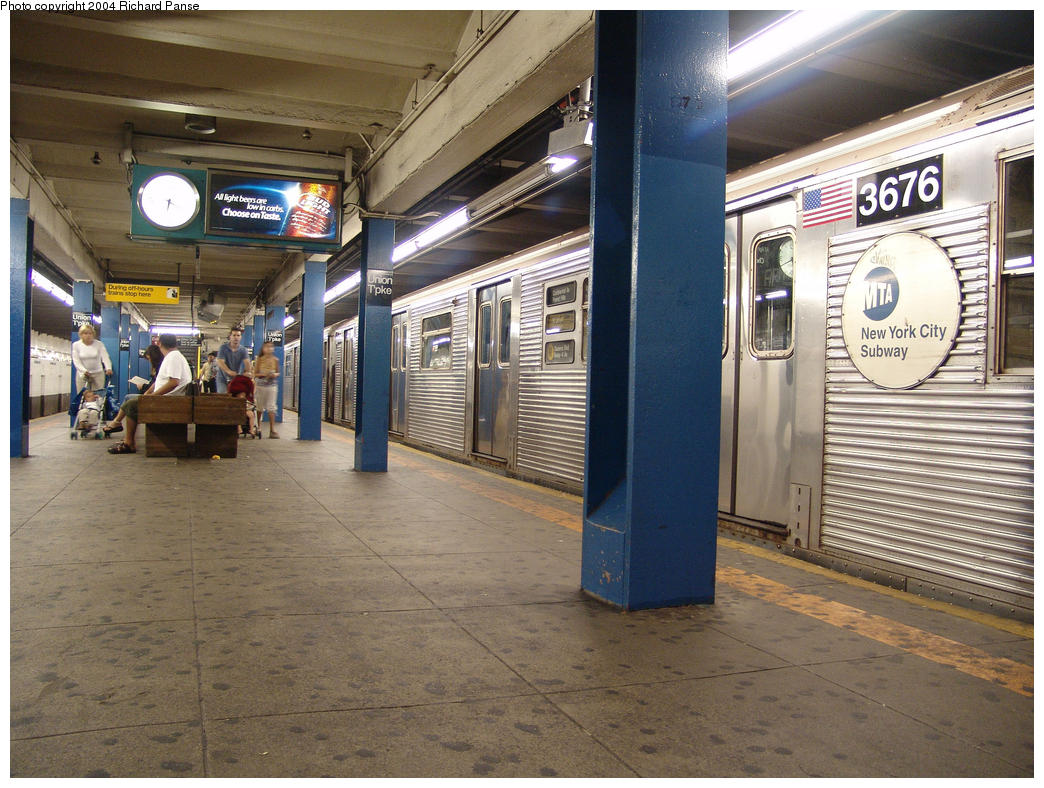 (189k, 1044x788)<br><b>Country:</b> United States<br><b>City:</b> New York<br><b>System:</b> New York City Transit<br><b>Line:</b> IND Queens Boulevard Line<br><b>Location:</b> Union Turnpike/Kew Gardens <br><b>Route:</b> R<br><b>Car:</b> R-32 (Budd, 1964)  3676 <br><b>Photo by:</b> Richard Panse<br><b>Date:</b> 7/18/2004<br><b>Viewed (this week/total):</b> 2 / 5437