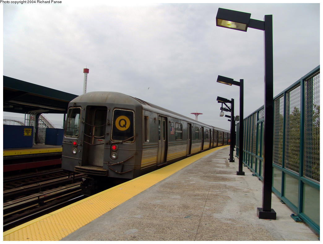 (143k, 1044x788)<br><b>Country:</b> United States<br><b>City:</b> New York<br><b>System:</b> New York City Transit<br><b>Line:</b> BMT Brighton Line<br><b>Location:</b> West 8th Street <br><b>Route:</b> Q<br><b>Car:</b> R-68 (Westinghouse-Amrail, 1986-1988)  2818 <br><b>Photo by:</b> Richard Panse<br><b>Date:</b> 7/25/2004<br><b>Viewed (this week/total):</b> 0 / 3703