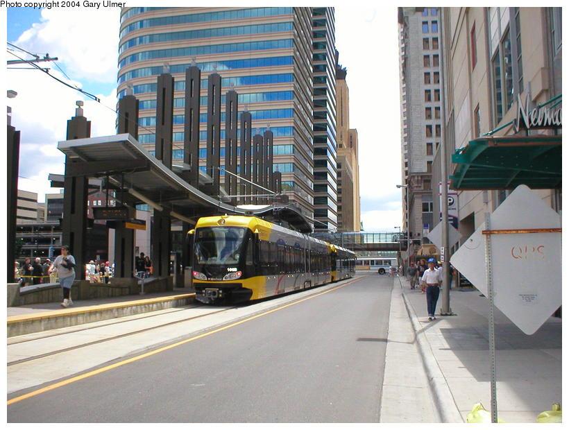 (108k, 820x620)<br><b>Country:</b> United States<br><b>City:</b> Minneapolis, MN<br><b>System:</b> MNDOT Light Rail Transit<br><b>Line:</b> Hiawatha Line<br><b>Location:</b> <b><u>Nicollet Mall </b></u><br><b>Photo by:</b> Gary Ulmer<br><b>Date:</b> 6/24/2004<br><b>Viewed (this week/total):</b> 1 / 2624