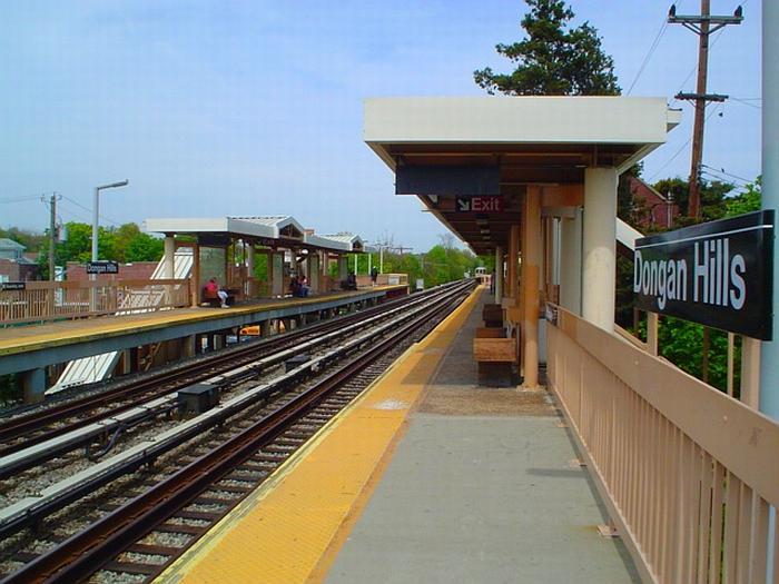 (67k, 700x525)<br><b>Country:</b> United States<br><b>City:</b> New York<br><b>System:</b> New York City Transit<br><b>Line:</b> SIRT<br><b>Location:</b> Dongan Hills <br><b>Photo by:</b> Chris Slaight<br><b>Date:</b> 4/30/2004<br><b>Viewed (this week/total):</b> 1 / 3927