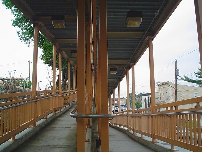 (70k, 700x525)<br><b>Country:</b> United States<br><b>City:</b> New York<br><b>System:</b> New York City Transit<br><b>Line:</b> SIRT<br><b>Location:</b> Dongan Hills <br><b>Photo by:</b> Chris Slaight<br><b>Date:</b> 6/22/2004<br><b>Notes:</b> ADA ramps on northbound side<br><b>Viewed (this week/total):</b> 0 / 3448