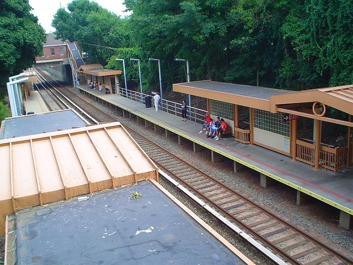 (99k, 700x525)<br><b>Country:</b> United States<br><b>City:</b> New York<br><b>System:</b> New York City Transit<br><b>Line:</b> SIRT<br><b>Location:</b> Annadale <br><b>Photo by:</b> Chris Slaight<br><b>Date:</b> 8/4/2004<br><b>Viewed (this week/total):</b> 0 / 3410