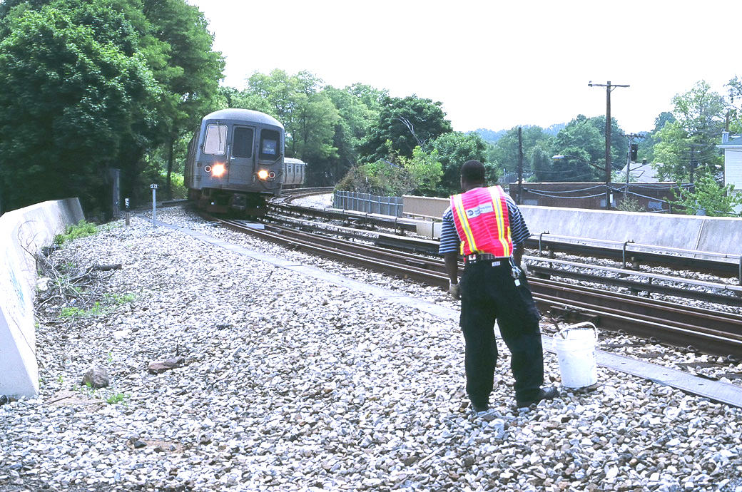 (272k, 1040x690)<br><b>Country:</b> United States<br><b>City:</b> New York<br><b>System:</b> New York City Transit<br><b>Line:</b> SIRT<br><b>Location:</b> Clifton <br><b>Photo by:</b> Marc Pitanza<br><b>Date:</b> 5/25/2004<br><b>Notes:</b> SIR train arriving at Clifton, 2:25 pm.<br><b>Viewed (this week/total):</b> 0 / 5210