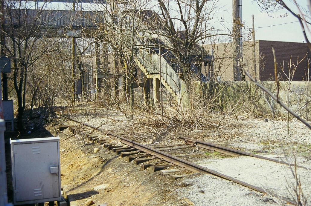 (270k, 1040x690)<br><b>Country:</b> United States<br><b>City:</b> New York<br><b>System:</b> New York City Transit<br><b>Line:</b> SIRT<br><b>Location:</b> Nassau <br><b>Photo by:</b> Marc Pitanza<br><b>Date:</b> 4/7/2004<br><b>Notes:</b> Pedestrian bridge and freight siding underneath<br><b>Viewed (this week/total):</b> 3 / 6070