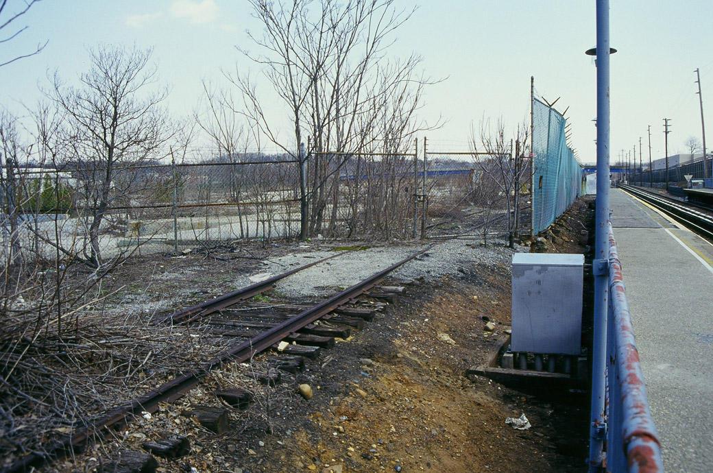 (209k, 1040x690)<br><b>Country:</b> United States<br><b>City:</b> New York<br><b>System:</b> New York City Transit<br><b>Line:</b> SIRT<br><b>Location:</b> Nassau <br><b>Photo by:</b> Marc Pitanza<br><b>Date:</b> 4/7/2004<br><b>Notes:</b> Eastern entrance gate of Nassau smelting.<br><b>Viewed (this week/total):</b> 0 / 4993