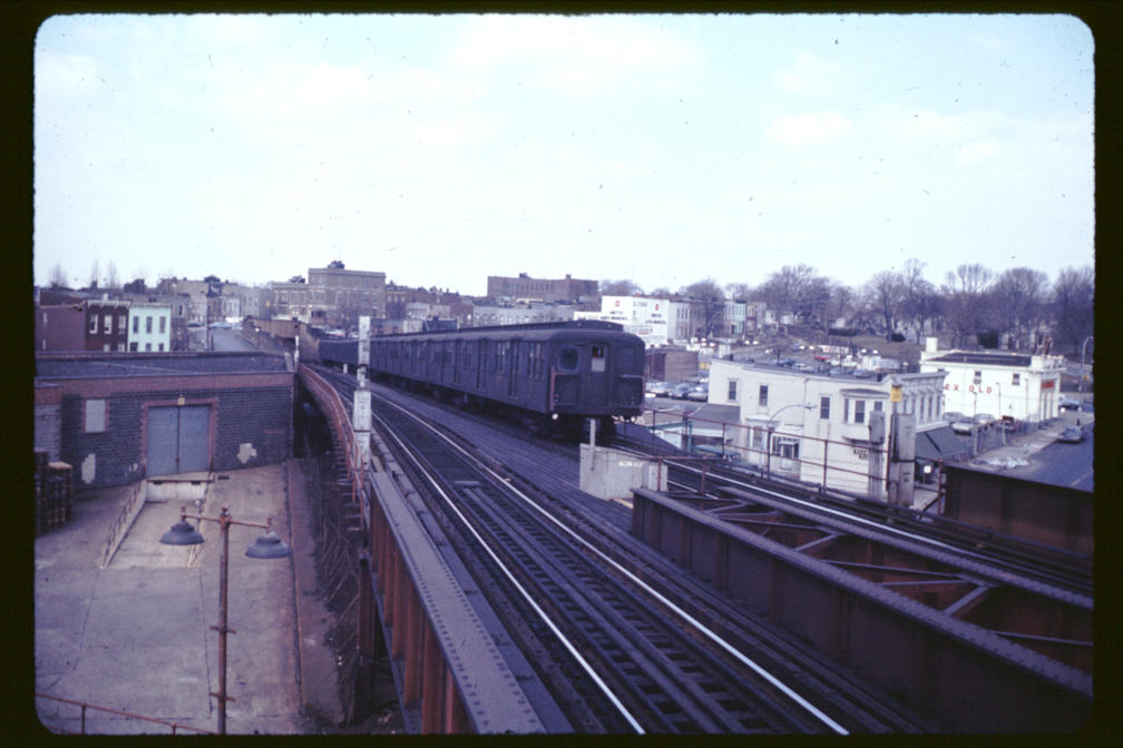 (88k, 1008x672)<br><b>Country:</b> United States<br><b>City:</b> New York<br><b>System:</b> New York City Transit<br><b>Line:</b> BMT Canarsie Line<br><b>Location:</b> Broadway Junction <br><b>Car:</b> BMT A/B-Type Standard  <br><b>Photo by:</b> Joe Korman<br><b>Viewed (this week/total):</b> 3 / 2678
