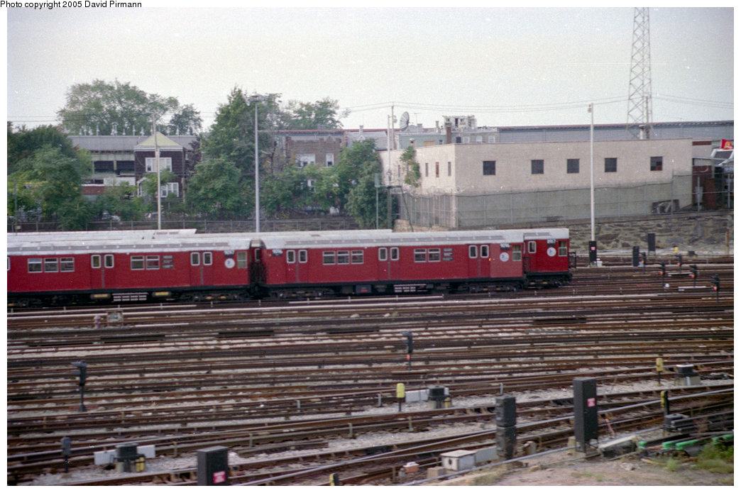 (213k, 1044x695)<br><b>Country:</b> United States<br><b>City:</b> New York<br><b>System:</b> New York City Transit<br><b>Location:</b> 239th Street Yard<br><b>Car:</b> R-33 Main Line (St. Louis, 1962-63) 9096 <br><b>Photo by:</b> David Pirmann<br><b>Date:</b> 9/13/1998<br><b>Viewed (this week/total):</b> 2 / 4399