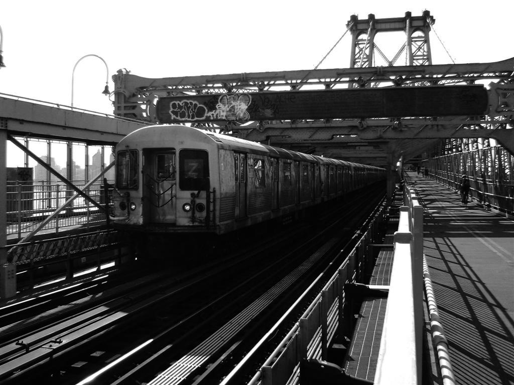 (127k, 1024x768)<br><b>Country:</b> United States<br><b>City:</b> New York<br><b>System:</b> New York City Transit<br><b>Line:</b> BMT Nassau Street/Jamaica Line<br><b>Location:</b> Williamsburg Bridge<br><b>Route:</b> Z<br><b>Car:</b> R-42 (St. Louis, 1969-1970)   <br><b>Photo by:</b> Emmanuel Robinson<br><b>Date:</b> 8/7/2009<br><b>Viewed (this week/total):</b> 0 / 891
