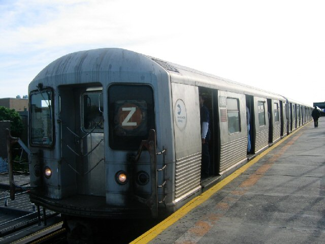 (58k, 640x480)<br><b>Country:</b> United States<br><b>City:</b> New York<br><b>System:</b> New York City Transit<br><b>Line:</b> BMT Nassau Street/Jamaica Line<br><b>Location:</b> Alabama Avenue <br><b>Route:</b> Z<br><b>Car:</b> R-42 (St. Louis, 1969-1970)  4916 <br><b>Photo by:</b> Dante D. Angerville<br><b>Date:</b> 5/20/2004<br><b>Viewed (this week/total):</b> 1 / 4005