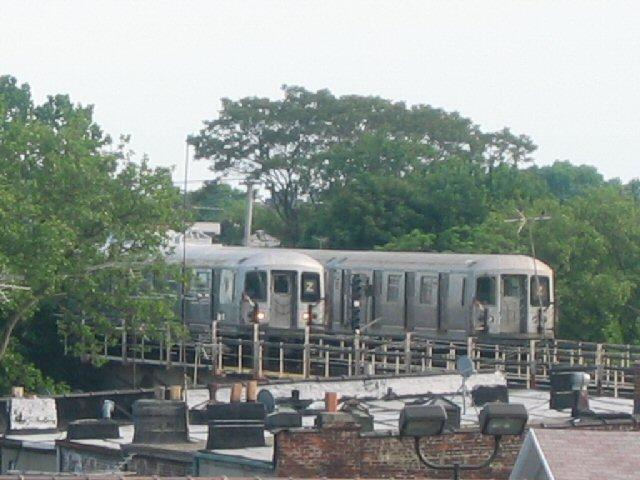 (70k, 640x480)<br><b>Country:</b> United States<br><b>City:</b> New York<br><b>System:</b> New York City Transit<br><b>Line:</b> BMT Nassau Street/Jamaica Line<br><b>Location:</b> Cypress Hills <br><b>Route:</b> Z<br><b>Car:</b> R-42 (St. Louis, 1969-1970)  4640,4885 <br><b>Photo by:</b> Dante D. Angerville<br><b>Date:</b> 5/20/2004<br><b>Viewed (this week/total):</b> 0 / 5340