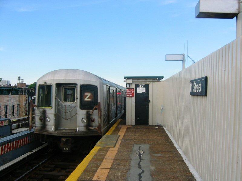 (76k, 800x600)<br><b>Country:</b> United States<br><b>City:</b> New York<br><b>System:</b> New York City Transit<br><b>Line:</b> BMT Nassau Street/Jamaica Line<br><b>Location:</b> 111th Street <br><b>Route:</b> Z<br><b>Car:</b> R-42 (St. Louis, 1969-1970)   <br><b>Photo by:</b> Dante D. Angerville<br><b>Date:</b> 5/20/2004<br><b>Viewed (this week/total):</b> 0 / 4339