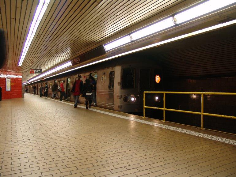(110k, 770x578)<br><b>Country:</b> United States<br><b>City:</b> New York<br><b>System:</b> New York City Transit<br><b>Line:</b> IND 63rd Street<br><b>Location:</b> Lexington Avenue-63rd Street <br><b>Route:</b> F<br><b>Car:</b> R-46 (Pullman-Standard, 1974-75)  <br><b>Photo by:</b> Richard Panse<br><b>Date:</b> 10/13/2004<br><b>Viewed (this week/total):</b> 2 / 5246