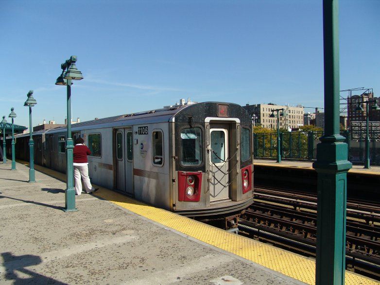 (97k, 782x587)<br><b>Country:</b> United States<br><b>City:</b> New York<br><b>System:</b> New York City Transit<br><b>Line:</b> IRT Woodlawn Line<br><b>Location:</b> 161st Street/River Avenue (Yankee Stadium) <br><b>Route:</b> 4<br><b>Car:</b> R-142 (Option Order, Bombardier, 2002-2003)  1106 <br><b>Photo by:</b> Richard Panse<br><b>Date:</b> 10/13/2004<br><b>Viewed (this week/total):</b> 0 / 5872