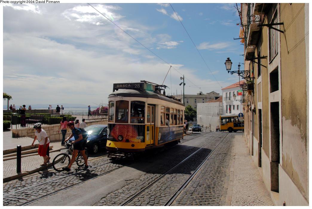 (180k, 1044x701)<br><b>Country:</b> Portugal<br><b>City:</b> Lisbon<br><b>System:</b> Companhia Carris De Ferro De Lisboa <br><b>Line:</b> 28 (Alfama via Martim Moniz - Prazares) <br><b>Location:</b> Castelo - Largo Santa Luzia<br><b>Car:</b> Standard Tram Remodelado (Carris Rebuild)  578 <br><b>Photo by:</b> David Pirmann<br><b>Date:</b> 9/13/2004<br><b>Viewed (this week/total):</b> 0 / 820