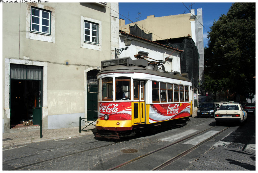 (186k, 1044x701)<br><b>Country:</b> Portugal<br><b>City:</b> Lisbon<br><b>System:</b> Companhia Carris De Ferro De Lisboa <br><b>Line:</b> 12 (Alfama via Martim Moniz, Praça da Figueira, Sao Tomé) <br><b>Location:</b> Miradouro Sta. Luzia<br><b>Car:</b> Standard Tram Remodelado (Carris Rebuild)  559 <br><b>Photo by:</b> David Pirmann<br><b>Date:</b> 9/13/2004<br><b>Viewed (this week/total):</b> 1 / 800