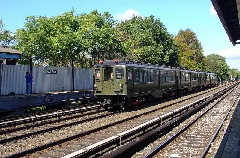 (170k, 800x527)<br><b>Country:</b> United States<br><b>City:</b> New York<br><b>System:</b> New York City Transit<br><b>Line:</b> BMT Brighton Line<br><b>Location:</b> Neck Road <br><b>Route:</b> Fan Trip<br><b>Car:</b> Low-V (Museum Train) 5292 <br><b>Photo by:</b> Fred Guenther<br><b>Date:</b> 10/23/2004<br><b>Viewed (this week/total):</b> 1 / 3696
