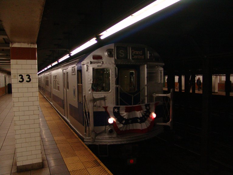 (67k, 767x575)<br><b>Country:</b> United States<br><b>City:</b> New York<br><b>System:</b> New York City Transit<br><b>Line:</b> IRT East Side Line<br><b>Location:</b> 33rd Street <br><b>Route:</b> Fan Trip<br><b>Car:</b> R-33 Main Line (St. Louis, 1962-63) 9207 <br><b>Photo by:</b> Richard Panse<br><b>Date:</b> 10/27/2004<br><b>Notes:</b> Train in regular passenger service, technically not a fan trip.<br><b>Viewed (this week/total):</b> 0 / 5834