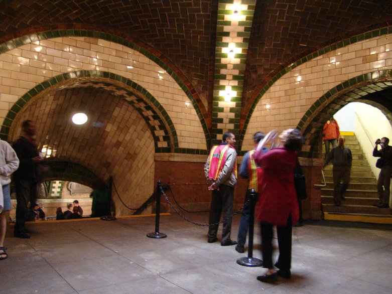 (95k, 781x586)<br><b>Country:</b> United States<br><b>City:</b> New York<br><b>System:</b> New York City Transit<br><b>Line:</b> IRT East Side Line<br><b>Location:</b> City Hall <br><b>Photo by:</b> Richard Panse<br><b>Date:</b> 10/27/2004<br><b>Viewed (this week/total):</b> 3 / 24024