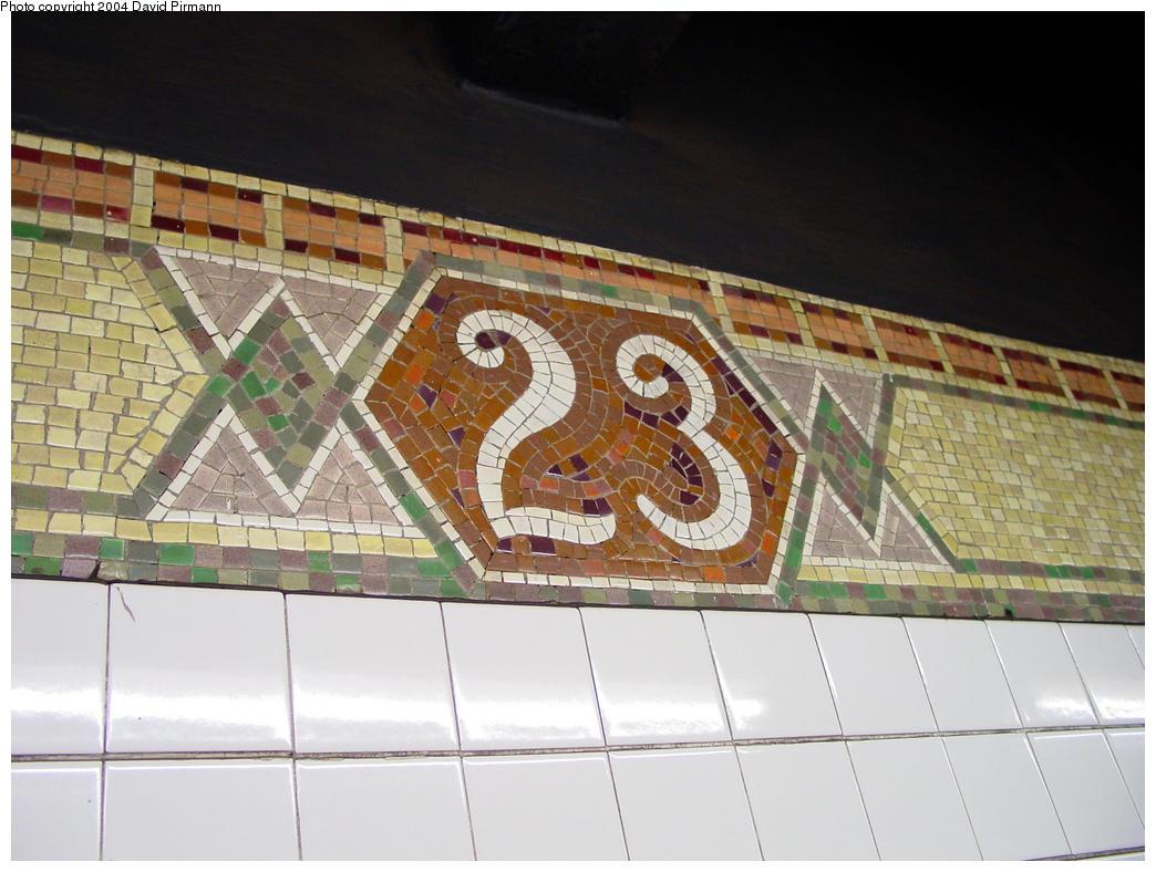 (139k, 1044x788)<br><b>Country:</b> United States<br><b>City:</b> New York<br><b>System:</b> New York City Transit<br><b>Line:</b> IRT West Side Line<br><b>Location:</b> 23rd Street <br><b>Photo by:</b> David Pirmann<br><b>Date:</b> 10/29/2004<br><b>Viewed (this week/total):</b> 0 / 2563