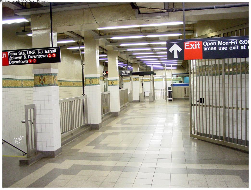 (183k, 1044x788)<br><b>Country:</b> United States<br><b>City:</b> New York<br><b>System:</b> New York City Transit<br><b>Line:</b> IRT West Side Line<br><b>Location:</b> 34th Street/Penn Station <br><b>Photo by:</b> David Pirmann<br><b>Date:</b> 10/29/2004<br><b>Viewed (this week/total):</b> 4 / 4937