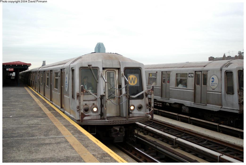 (145k, 1044x701)<br><b>Country:</b> United States<br><b>City:</b> New York<br><b>System:</b> New York City Transit<br><b>Line:</b> BMT Astoria Line<br><b>Location:</b> 36th/Washington Aves. <br><b>Route:</b> W<br><b>Car:</b> R-40 (St. Louis, 1968)  4317 <br><b>Photo by:</b> David Pirmann<br><b>Date:</b> 10/29/2004<br><b>Viewed (this week/total):</b> 0 / 3721