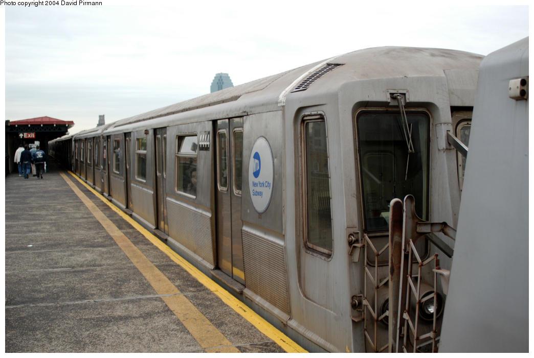 (146k, 1044x701)<br><b>Country:</b> United States<br><b>City:</b> New York<br><b>System:</b> New York City Transit<br><b>Line:</b> BMT Astoria Line<br><b>Location:</b> 36th/Washington Aves. <br><b>Route:</b> W<br><b>Car:</b> R-40 (St. Louis, 1968)  4444 <br><b>Photo by:</b> David Pirmann<br><b>Date:</b> 10/29/2004<br><b>Viewed (this week/total):</b> 1 / 4448