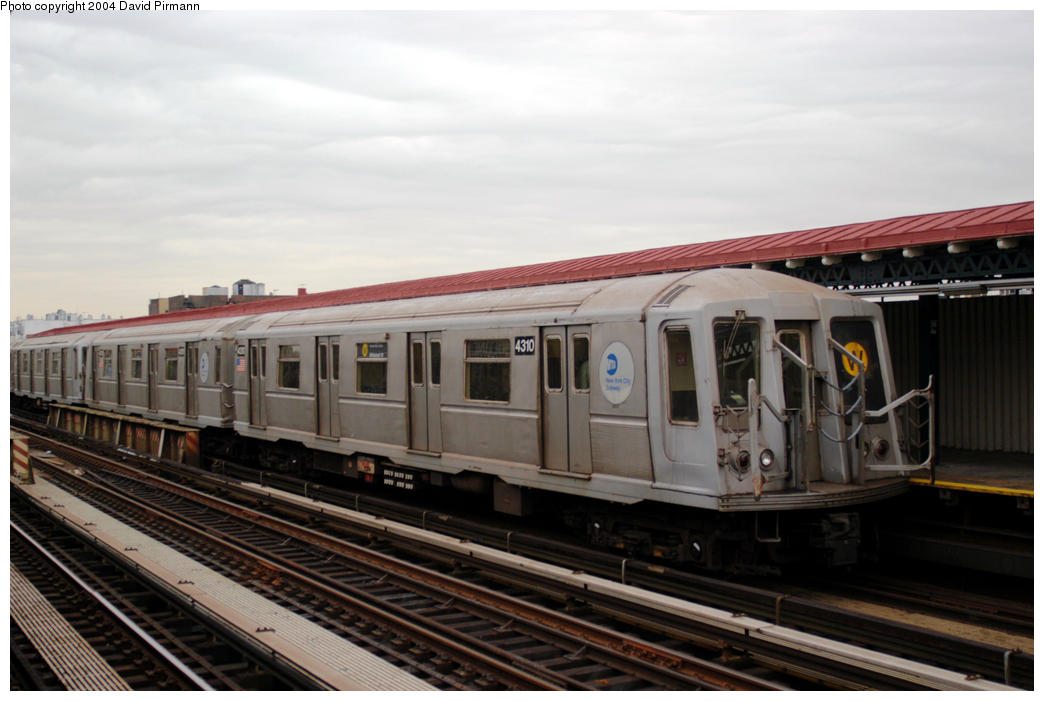 (151k, 1044x701)<br><b>Country:</b> United States<br><b>City:</b> New York<br><b>System:</b> New York City Transit<br><b>Line:</b> BMT Astoria Line<br><b>Location:</b> 36th/Washington Aves. <br><b>Route:</b> W<br><b>Car:</b> R-40 (St. Louis, 1968)  4310 <br><b>Photo by:</b> David Pirmann<br><b>Date:</b> 10/29/2004<br><b>Viewed (this week/total):</b> 2 / 2458