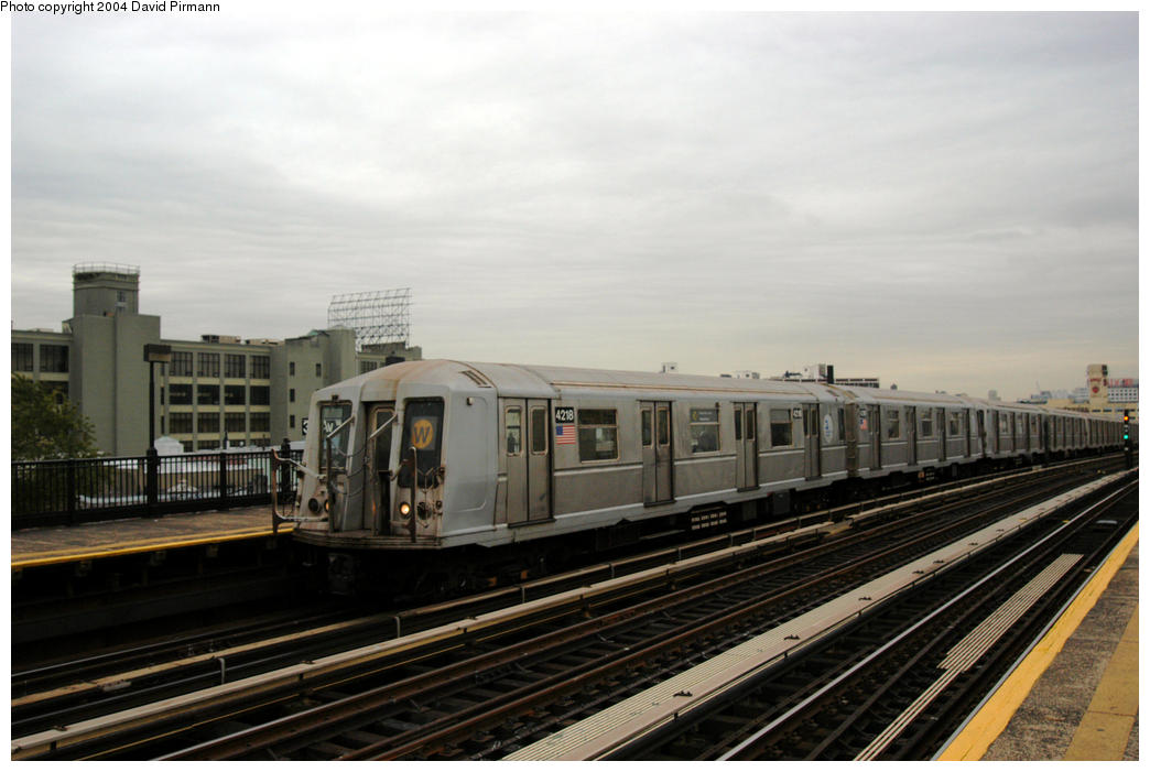 (142k, 1044x701)<br><b>Country:</b> United States<br><b>City:</b> New York<br><b>System:</b> New York City Transit<br><b>Line:</b> BMT Astoria Line<br><b>Location:</b> 36th/Washington Aves. <br><b>Route:</b> W<br><b>Car:</b> R-40 (St. Louis, 1968)  4218 <br><b>Photo by:</b> David Pirmann<br><b>Date:</b> 10/29/2004<br><b>Viewed (this week/total):</b> 0 / 2886