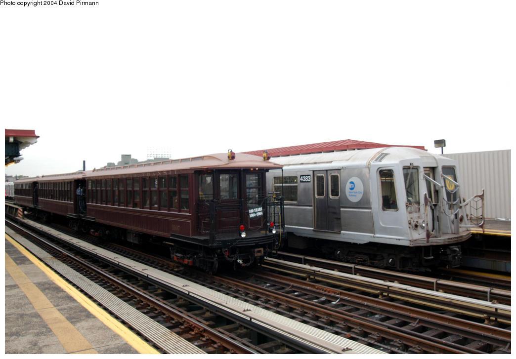 (151k, 1044x727)<br><b>Country:</b> United States<br><b>City:</b> New York<br><b>System:</b> New York City Transit<br><b>Line:</b> BMT Astoria Line<br><b>Location:</b> 39th/Beebe Aves. <br><b>Route:</b> Fan Trip<br><b>Car:</b> BMT Elevated Gate Car 1407/4383 <br><b>Photo by:</b> David Pirmann<br><b>Date:</b> 10/29/2004<br><b>Notes:</b> BU train in excursion service on Astoria line.<br><b>Viewed (this week/total):</b> 1 / 2932