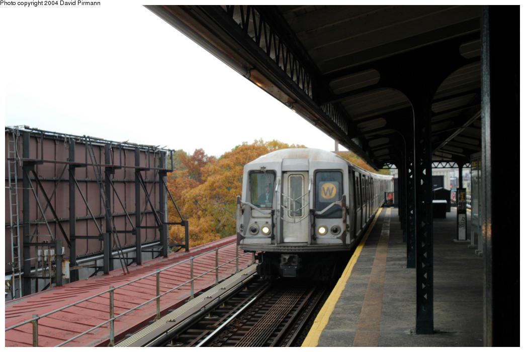 (155k, 1044x701)<br><b>Country:</b> United States<br><b>City:</b> New York<br><b>System:</b> New York City Transit<br><b>Line:</b> BMT Astoria Line<br><b>Location:</b> Astoria Boulevard/Hoyt Avenue <br><b>Route:</b> W<br><b>Car:</b> R-40 (St. Louis, 1968)  4371 <br><b>Photo by:</b> David Pirmann<br><b>Date:</b> 10/29/2004<br><b>Viewed (this week/total):</b> 0 / 3862