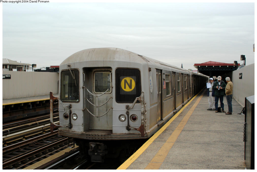 (146k, 1044x701)<br><b>Country:</b> United States<br><b>City:</b> New York<br><b>System:</b> New York City Transit<br><b>Line:</b> BMT Astoria Line<br><b>Location:</b> 30th/Grand Aves. <br><b>Route:</b> N<br><b>Car:</b> R-40M (St. Louis, 1969)  4528 <br><b>Photo by:</b> David Pirmann<br><b>Date:</b> 10/29/2004<br><b>Viewed (this week/total):</b> 1 / 4097