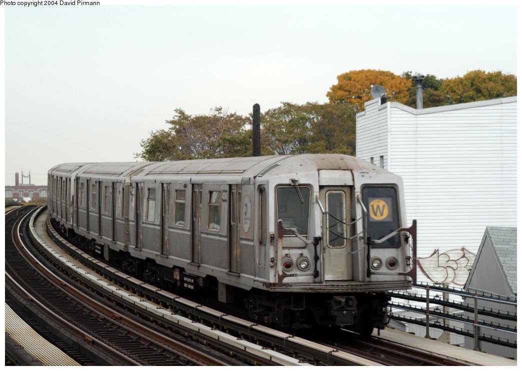 (171k, 1044x741)<br><b>Country:</b> United States<br><b>City:</b> New York<br><b>System:</b> New York City Transit<br><b>Line:</b> BMT Astoria Line<br><b>Location:</b> 30th/Grand Aves. <br><b>Route:</b> W<br><b>Car:</b> R-40 (St. Louis, 1968)  4245 <br><b>Photo by:</b> David Pirmann<br><b>Date:</b> 10/29/2004<br><b>Viewed (this week/total):</b> 0 / 3136