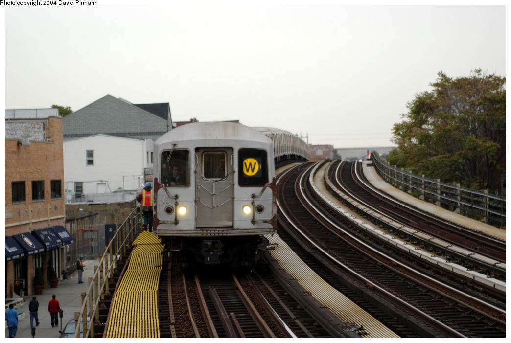 (162k, 1044x701)<br><b>Country:</b> United States<br><b>City:</b> New York<br><b>System:</b> New York City Transit<br><b>Line:</b> BMT Astoria Line<br><b>Location:</b> 30th/Grand Aves. <br><b>Route:</b> W<br><b>Car:</b> R-40M (St. Louis, 1969)  4513 <br><b>Photo by:</b> David Pirmann<br><b>Date:</b> 10/29/2004<br><b>Viewed (this week/total):</b> 2 / 4156