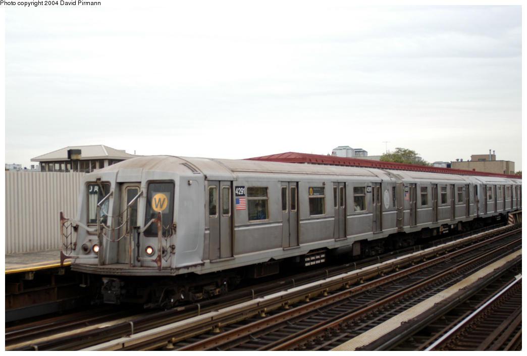 (140k, 1044x705)<br><b>Country:</b> United States<br><b>City:</b> New York<br><b>System:</b> New York City Transit<br><b>Line:</b> BMT Astoria Line<br><b>Location:</b> 30th/Grand Aves. <br><b>Route:</b> W<br><b>Car:</b> R-40 (St. Louis, 1968)  4291 <br><b>Photo by:</b> David Pirmann<br><b>Date:</b> 10/29/2004<br><b>Viewed (this week/total):</b> 1 / 3432